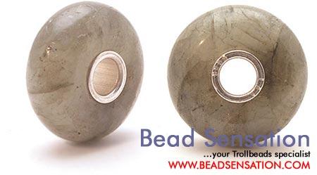 Драгоценные и поделочные камни  Trollbeads-limited-edition-gemstone-cabochon-labaradorite